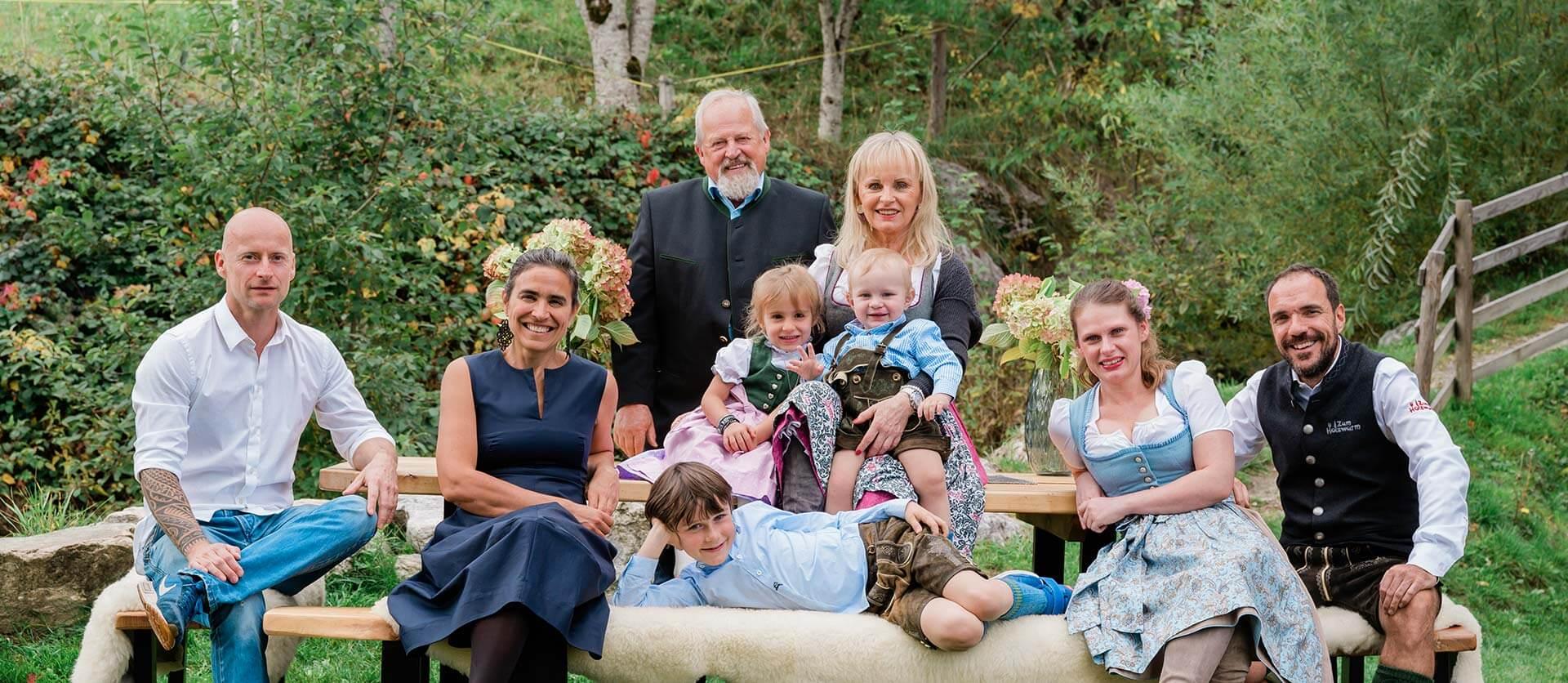 Familie Gappmaier, Flachau, s' Schlössl